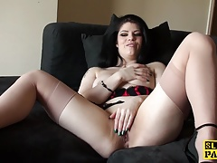 Solo uk whore massaging her clit..
