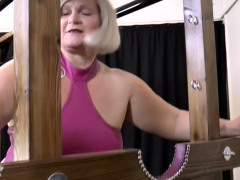 Granny gets labia licked in les..